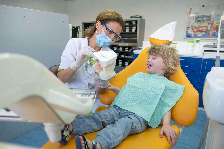 tandartspraktijk-Fokkerstraat-gezin-orthodontie-de-praktijk-kindvriendlijk