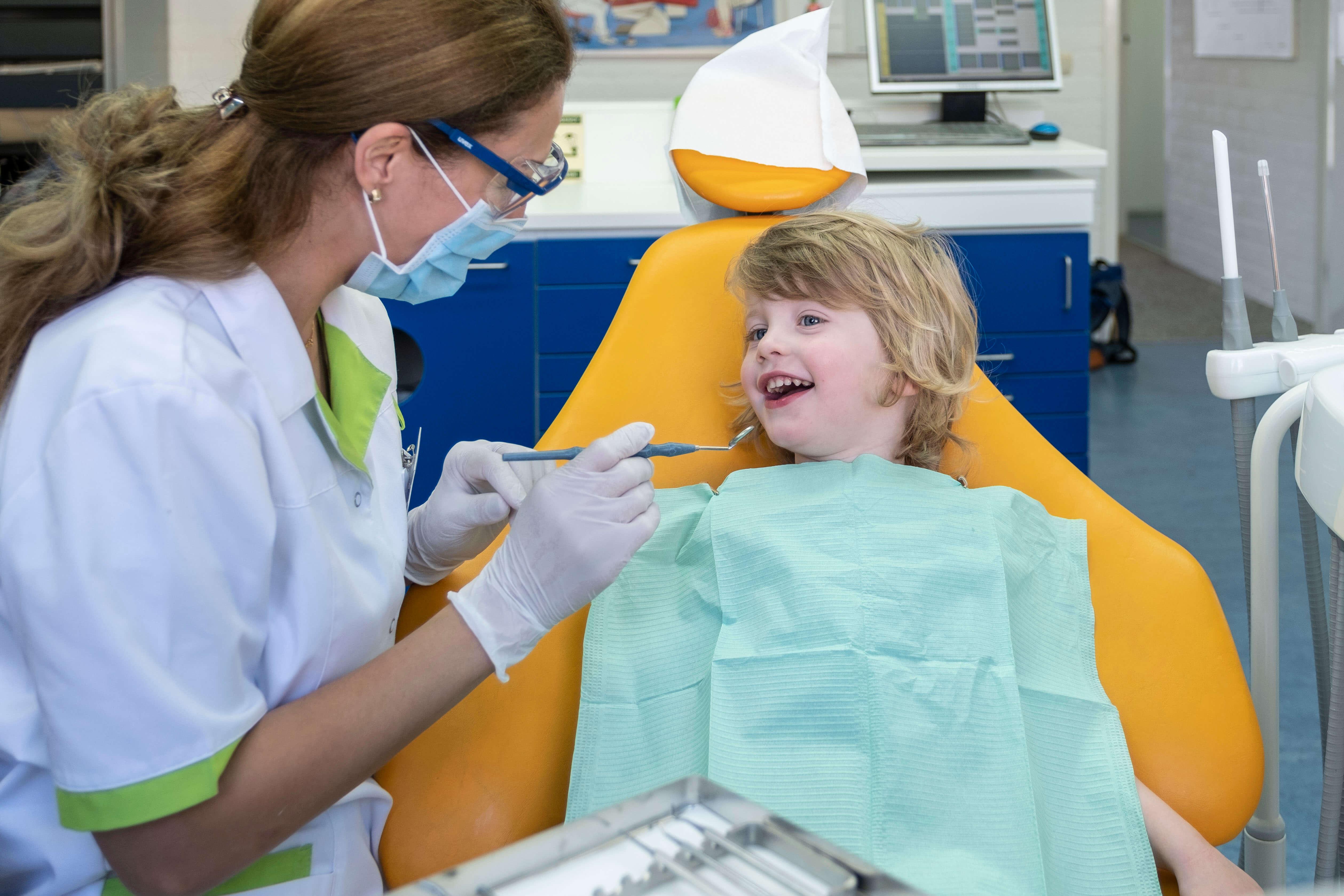 mondhygiene-behandeling-aanmelden-fokkerstraat-mondzorgpraktijk-tandarts-orthodontie-spoeddienst-assen-bellen-afspraak-gewoon-gaaf-page-title-bg