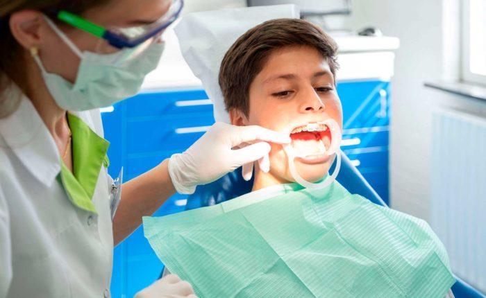 orthodontie-kinderen-behandeling-aanmelden-fokkerstraat-mondzorgpraktijk-tandarts-orthodontie-spoeddienst-assen-bellen-afspraak-brackets-beugel-page-title-bg | beugelproblemen