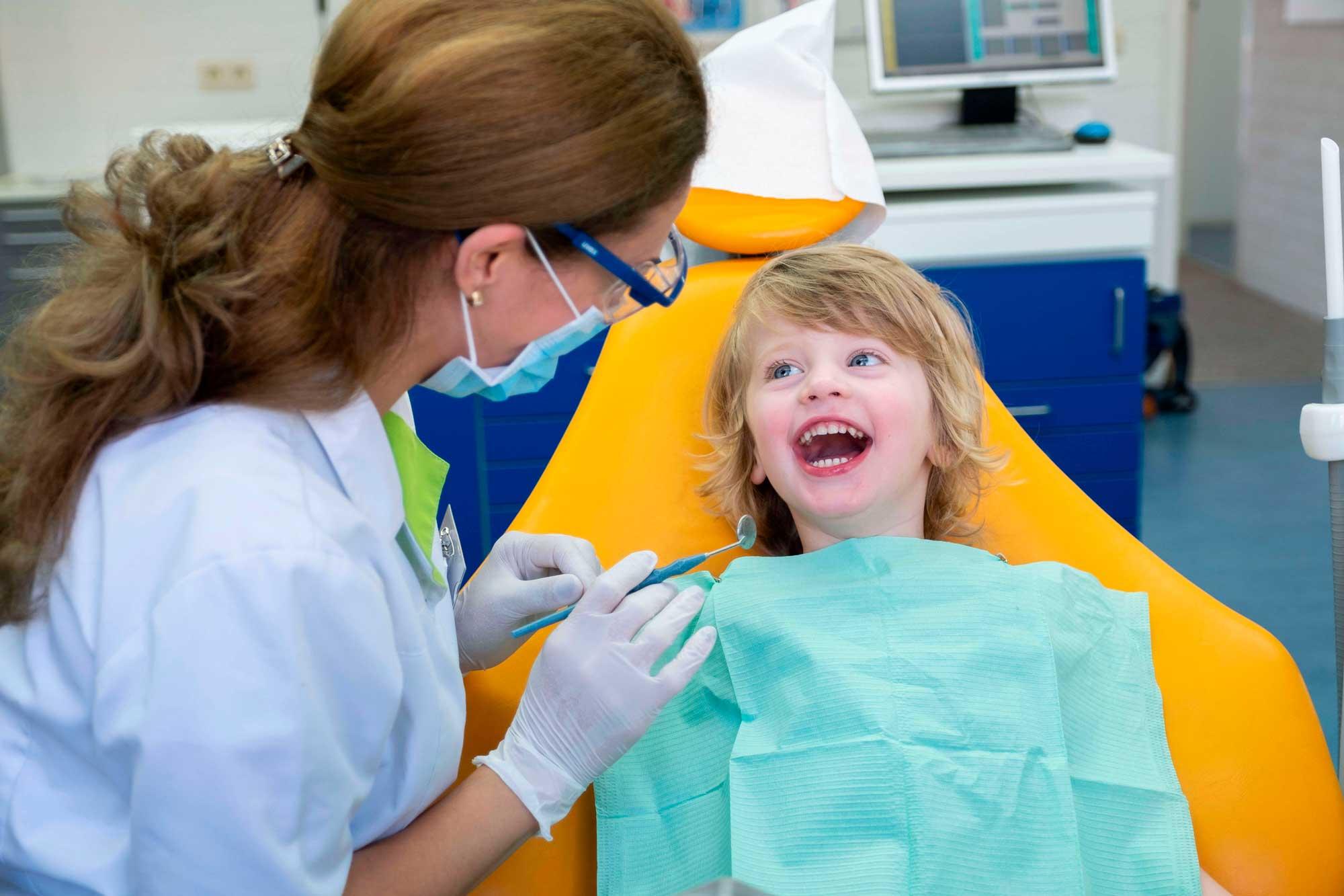 Kindvriendelijke tandarts in Assen | tandartspraktijk_Fokkerstraat_Assen_kind-patient-tandarts-mondhygiene-orthodontie-open-dag | Tandarts in Assen